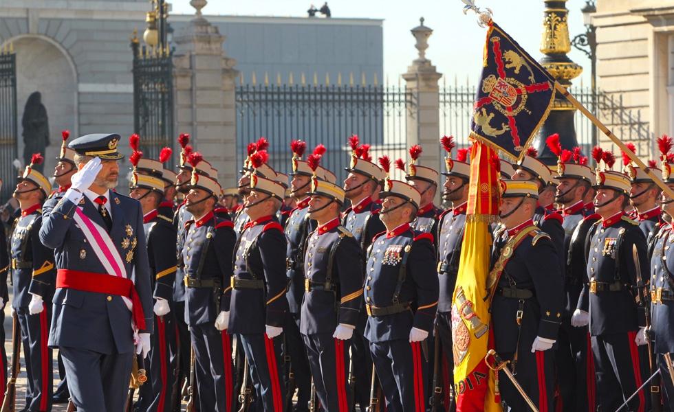 S.M. el Rey pasando revista en la Pascua Militar 2017
