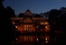 Imagen nocturna del Palacio de Cristal